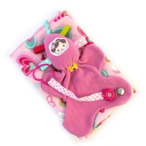 מתנת לידה לתינוקת מארז שמיכת פליס ורודה עם לבבות צבעוניים בובת חבוק ומחזיק מוצץ