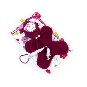 מתנת לידה לתינוקת מארז שמיכת פליס פרחונית בובת חבוק ומחזיק מוצץ